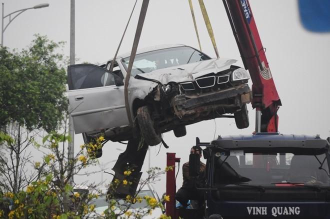 Taxi bi oto tong vang 10 m dap nat, dan chay tan loan-Hinh-2