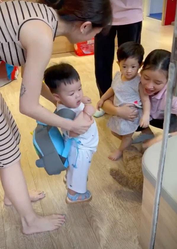 Con gai Minh Nhua lai xe 7 ty dua quy tu di hoc-Hinh-3