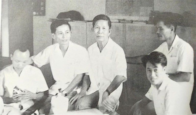 Su nghiep lung lay cua GS. Ha Van Tan - tu tru nen su hoc Viet Nam