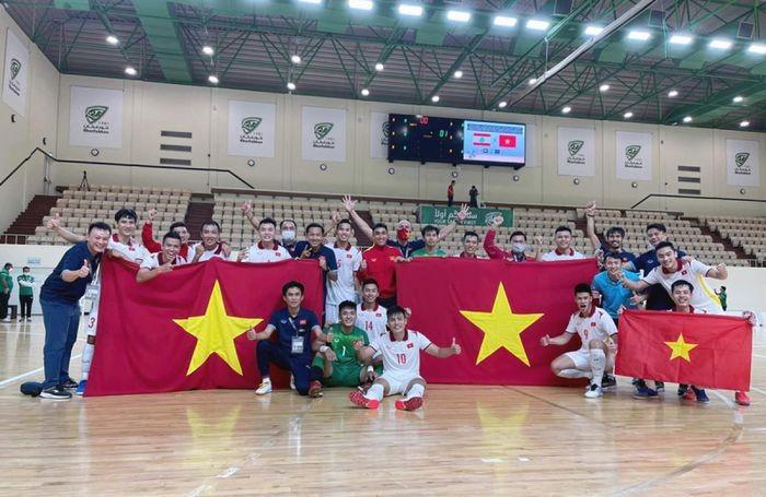 Gianh ve du World Cup, DT Futsal Viet Nam duoc thuong nong 1 ty dong