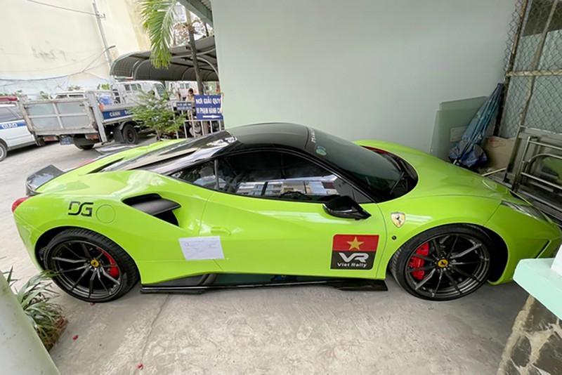 Quan 8 khoi to tai xe Ferrari toi chong nguoi thi hanh cong vu-Hinh-3