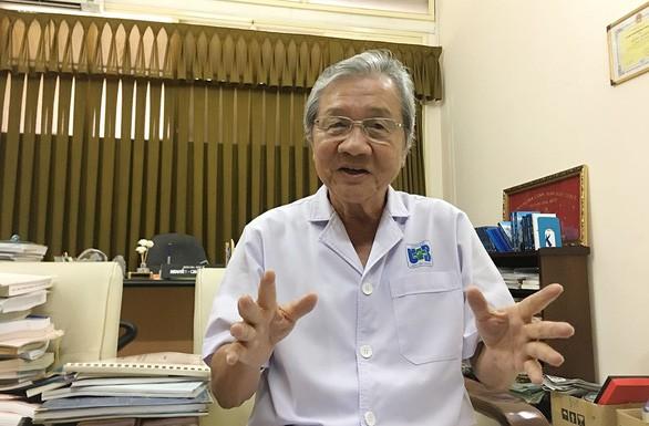 Bat ngo quan niem chua benh cua bac thay ung thu, GS.BS Nguyen Chan Hung