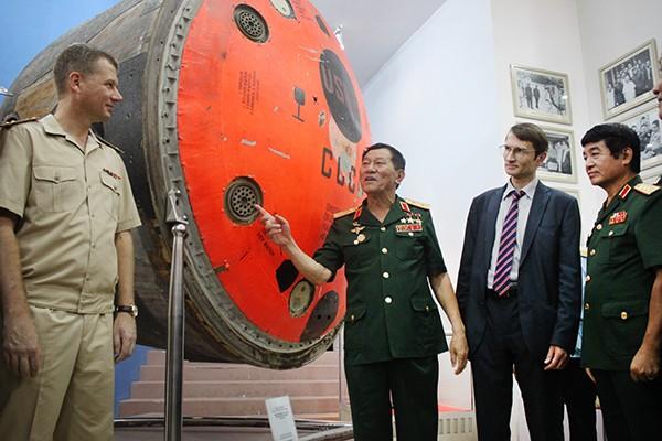Pham Tuan va tieng oan mang beo hoa dau vao vu tru-Hinh-3