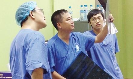 Lang nghe dai bieu Quoc hoi Nguyen Lan Hieu ke Cau chuyen tu trai tim-Hinh-3