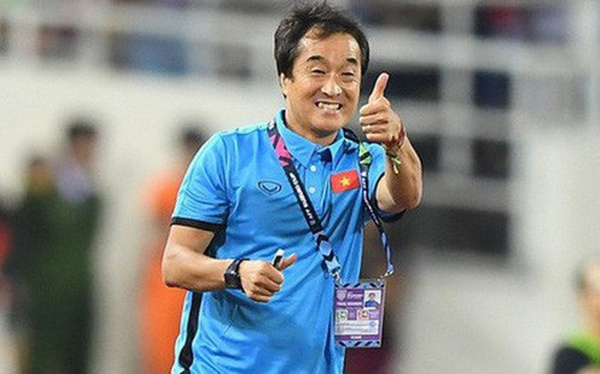 Ai se thay HLV Park Hang Seo chi dao tuyen Viet Nam dau UAE?