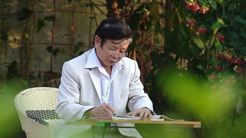 "Moi tinh tuoi doi muoi cua nha tho Nguyen Phan Hach trong ""Hoa sua"""