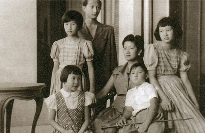 Vi sao Nam Phuong Hoang hau ca doi mau thuan voi me chong?-Hinh-8