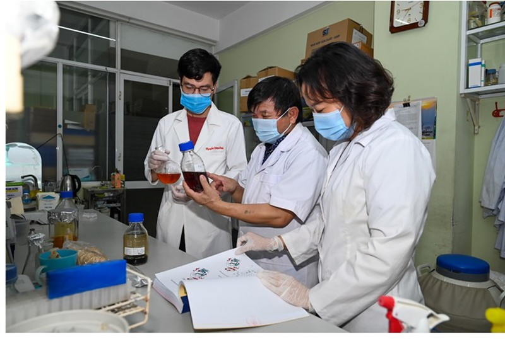 Thuoc dieu tri COVID-19 tu thao duoc: Nganh y Viet Nam thang hang?-Hinh-2