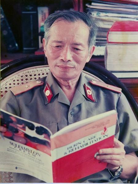 "Top Bac si quan y huyen thoai Viet Nam: ""Phu thuy"" ghep tang Le The Trung"