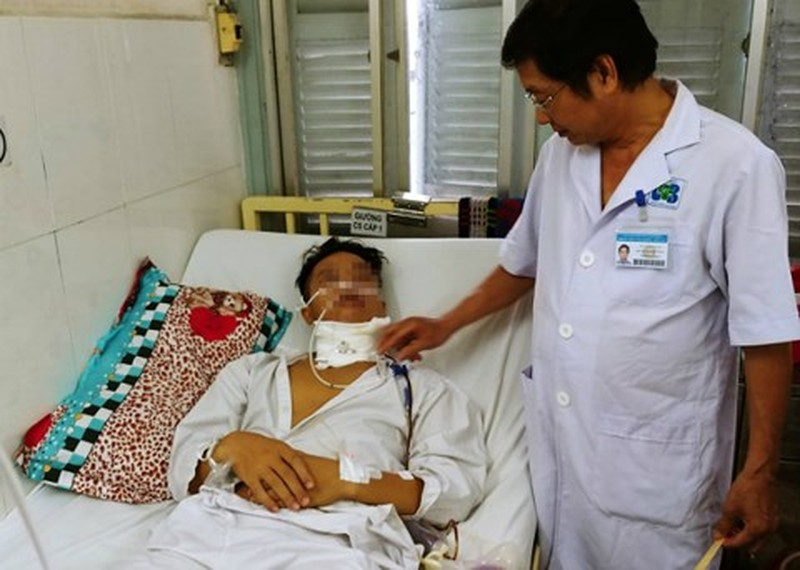 Tuong nhiet mieng, chang trai 19 tuoi phat hien ung thu luoi