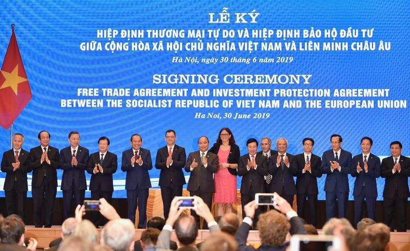 Thu tuong Nguyen Xuan Phuc chung kien Le ky EVFTA va IPA-Hinh-2