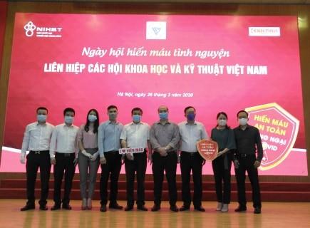 Doan vien Cong doan, Doan Thanh nien Lien hiep cac Hoi KH&KT Viet Nam hien mau mua Covid-19-Hinh-3