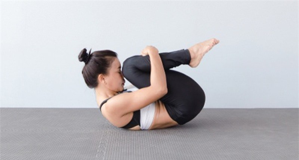 4 bai tap yoga giam mo bung tai nha... cuc de, cuc hieu qua-Hinh-3