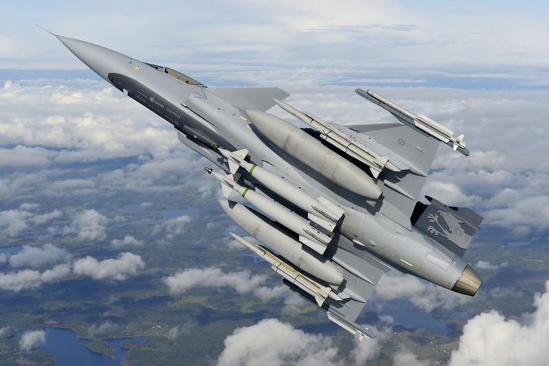 Ly do Viet Nam nen mua JAS 39 hon la F-16-Hinh-4