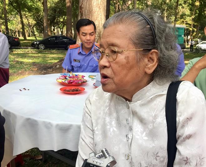 Xuc dong chia se cua nguoi dan den vieng nguyen Thu tuong Phan Van Khai