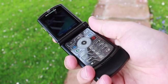 Huyen thoai Motorola RAZR hoi sinh duoi dang man hinh gap