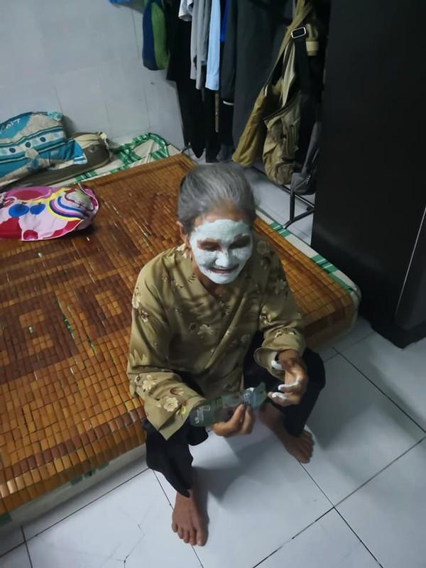 Nguoi ba dang yeu nhat he mat troi: Bat chuoc chau dap mat na va cai ket-Hinh-2