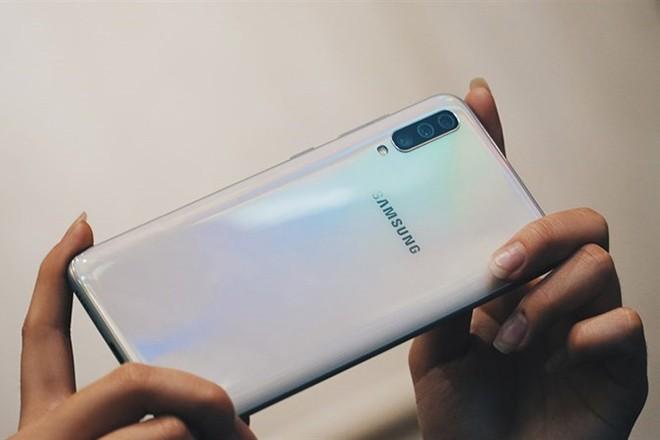 Lo dien dien thoai Samsung trang bi camera 64 MP sieu khung