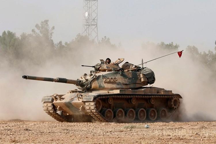 Xe tang TNK bat dau tan cong dan quan nguoi Kurd Syria