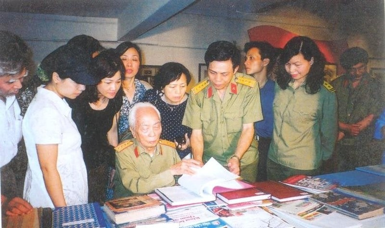 Dau an sau dam cua Dai tuong Vo Nguyen Giap voi Thu vien Quan doi-Hinh-3