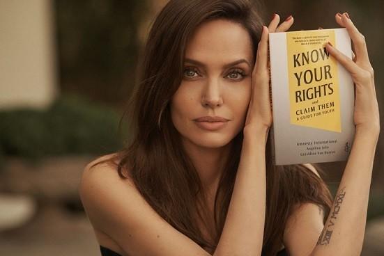 Sach moi cua Angelina Jolie: Tieng noi manh me ve quyen tre em