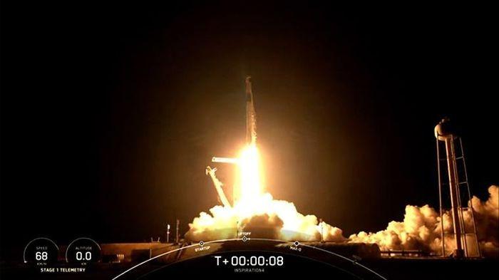 SpaceX lan dau tien dua 4 phi hanh gia khong chuyen len vu tru