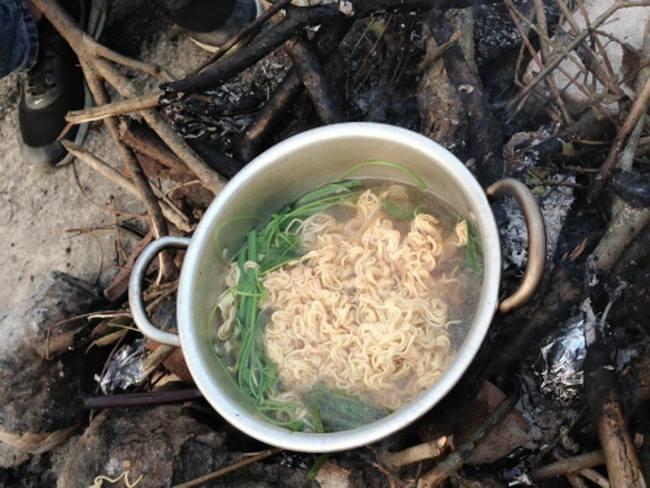 Buc xuc vi dan phuot vat trom su su khi len Tam Dao-Hinh-2