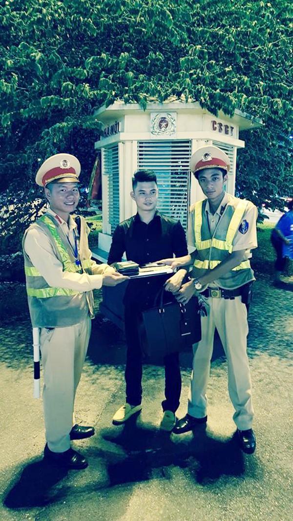 Ha Noi: CSGT tra lai cap chua kim cuong cho nguoi dan-Hinh-2