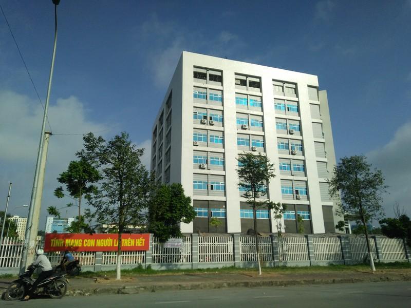 Be trai 2 thang tuoi tu vong o Bac Ninh: Cong an phong toa khap benh vien-Hinh-2