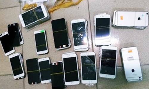 Hang chuc dien thoai iphone 6 bi thu giu o Ha Noi