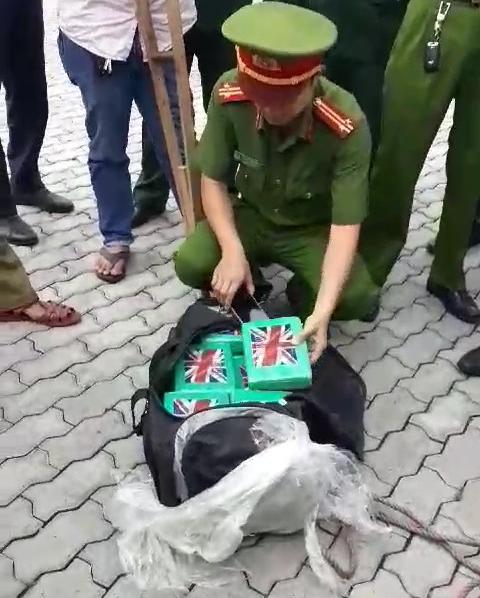 Bi an 100 banh cocaine trong container phe lieu o cang Cai Mep