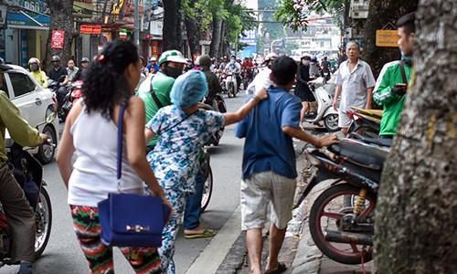 """CA moi ong Hiep """"khung"""" lam ro vu thi the chay o duong De La Thanh-Hinh-2"""