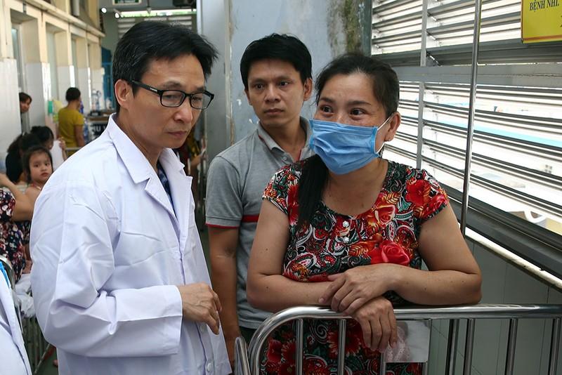 Pho Thu tuong thi sat cong tac chong dich tay chan mieng, soi tai TPHCM