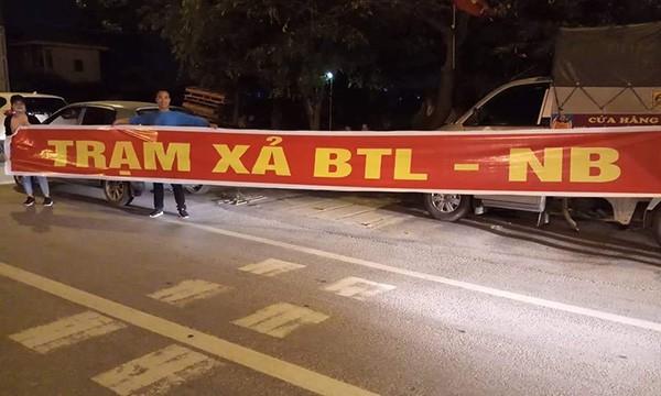 """Tai xe """"cam chot"""" o BOT Bac Thang Long - Noi Bai thu phi """"ho""""-Hinh-4"""