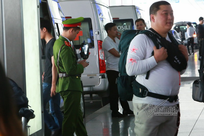 An ninh san bay Noi Bai that chat the nao truoc thuong dinh My-Trieu?-Hinh-5