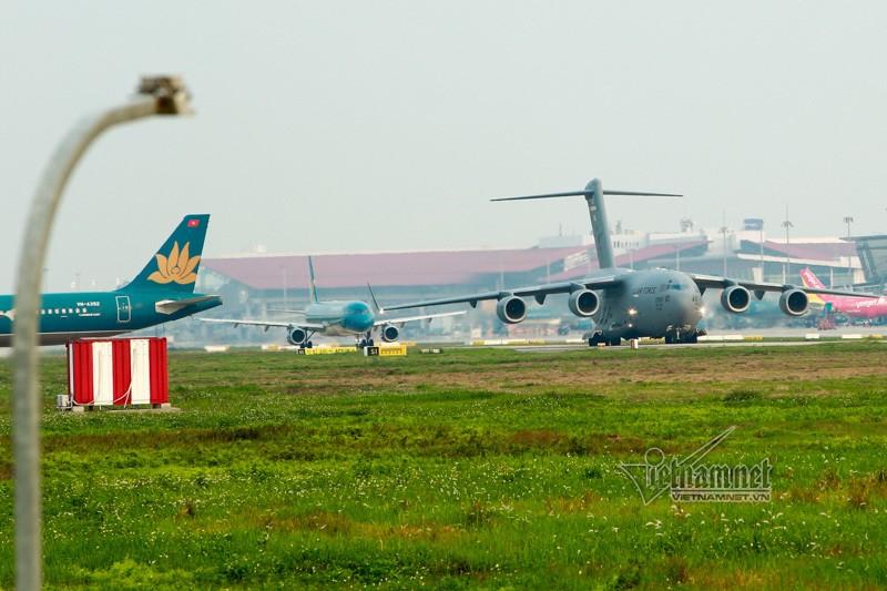 May bay van tai C-17 My lien tuc cat, ha canh tai Noi Bai-Hinh-3