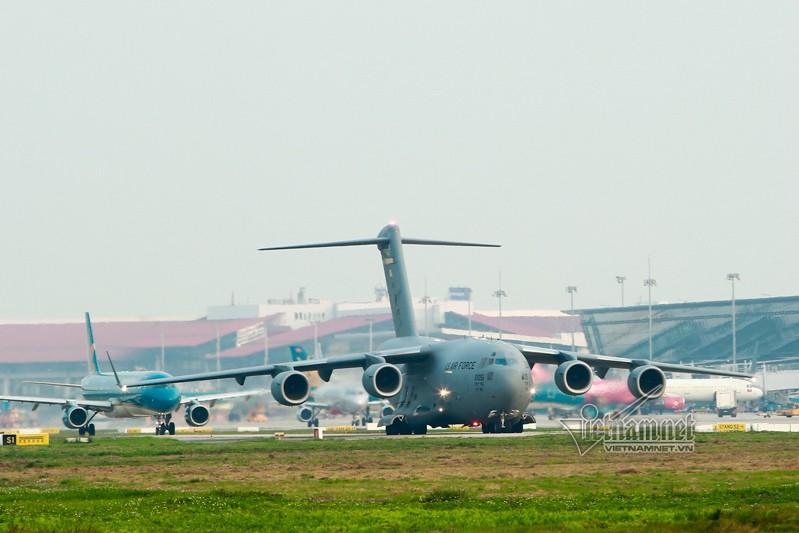 May bay van tai C-17 My lien tuc cat, ha canh tai Noi Bai-Hinh-4
