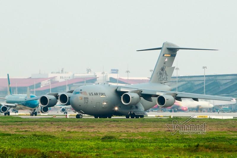 May bay van tai C-17 My lien tuc cat, ha canh tai Noi Bai-Hinh-5
