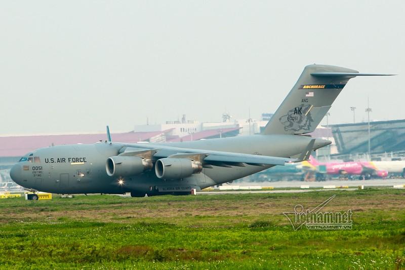 May bay van tai C-17 My lien tuc cat, ha canh tai Noi Bai-Hinh-6
