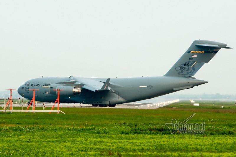 May bay van tai C-17 My lien tuc cat, ha canh tai Noi Bai-Hinh-7