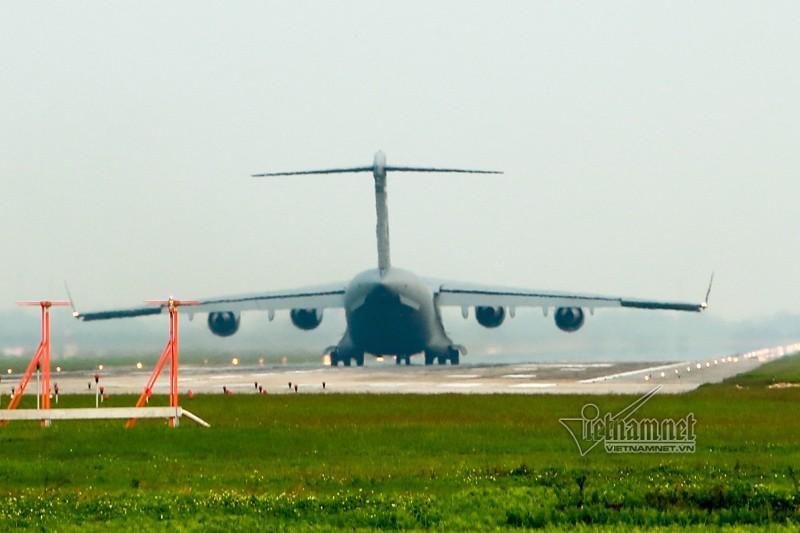 May bay van tai C-17 My lien tuc cat, ha canh tai Noi Bai-Hinh-8