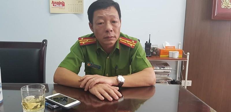 Ha Noi: Cong an giai cuu nguoi phu nu tuoi xang doa thieu-Hinh-2