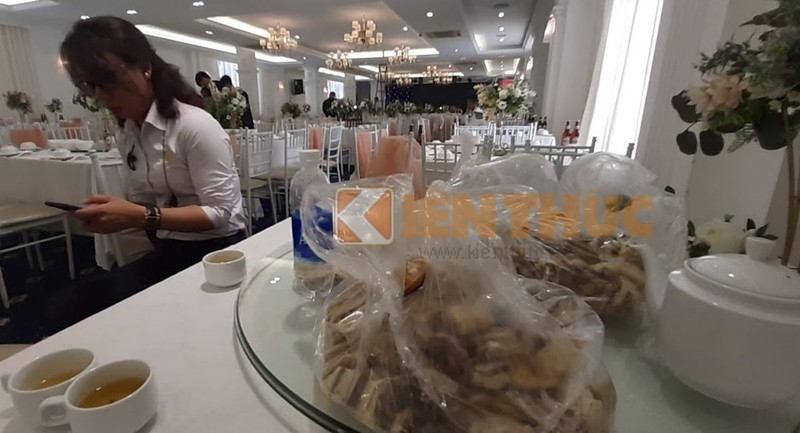 Trong Dong Palace noi gi vu phan anh chat luong thit ga cho tiec cuoi cua khach?