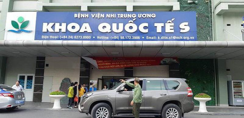 """Chi phi kham chua o khoa Quoc te BV Nhi TW nghi cho tre uong thuoc het han """"chat"""" co nao?"""