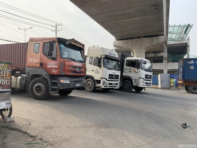 """Hang nghin xe container ken chat xe may, cung """"chon chan"""" tren Xa lo Ha Noi-Hinh-10"""