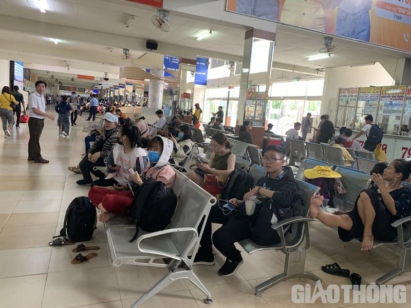 """Hang nghin xe container ken chat xe may, cung """"chon chan"""" tren Xa lo Ha Noi-Hinh-12"""