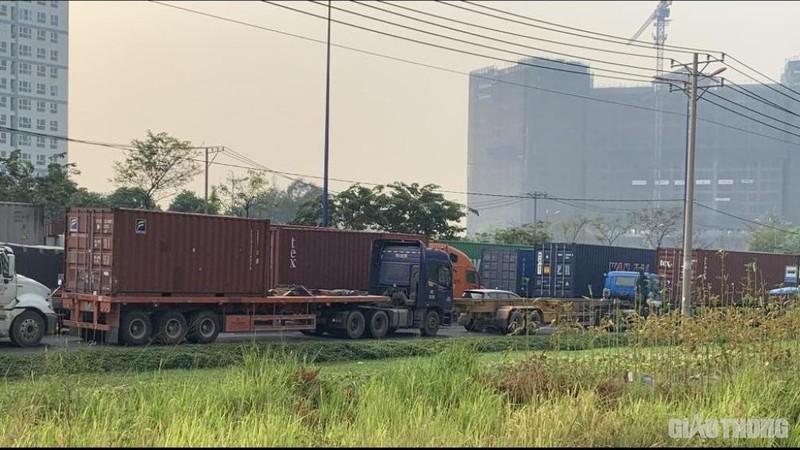"""Hang nghin xe container ken chat xe may, cung """"chon chan"""" tren Xa lo Ha Noi-Hinh-3"""