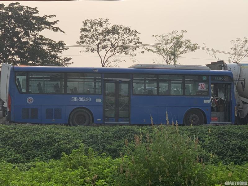 """Hang nghin xe container ken chat xe may, cung """"chon chan"""" tren Xa lo Ha Noi-Hinh-4"""