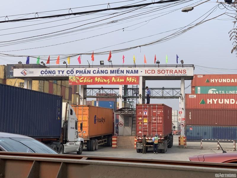"""Hang nghin xe container ken chat xe may, cung """"chon chan"""" tren Xa lo Ha Noi-Hinh-9"""