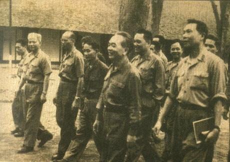 Tieng phao mung chien thang o Tong hanh dinh sang 30/4/1975